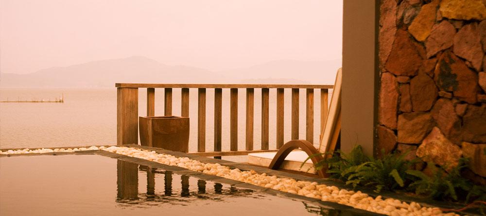 Pool aqua bungalow