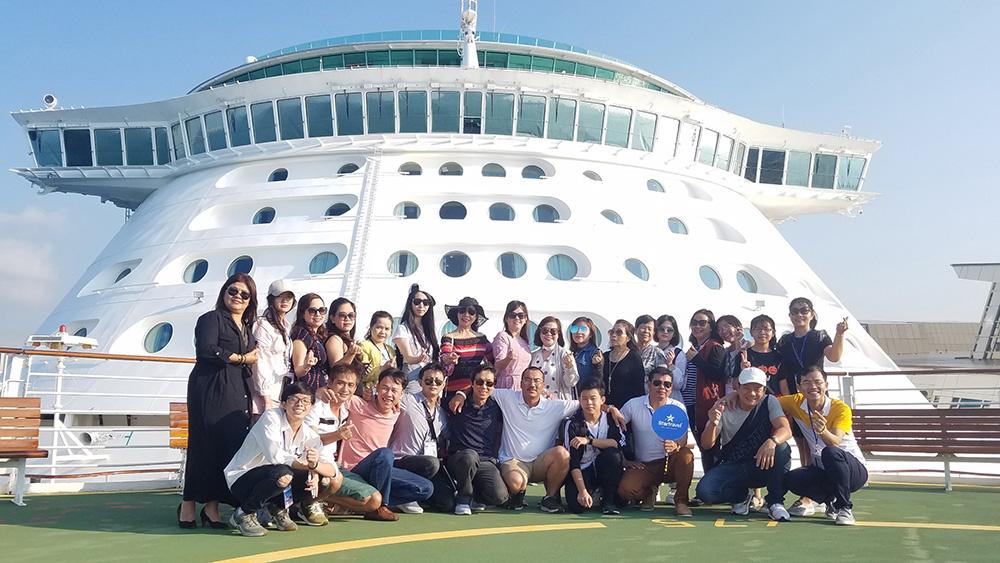 Đoàn khách tham quan Singapore - Malaysia - Indonesia ngày 30/04/2019