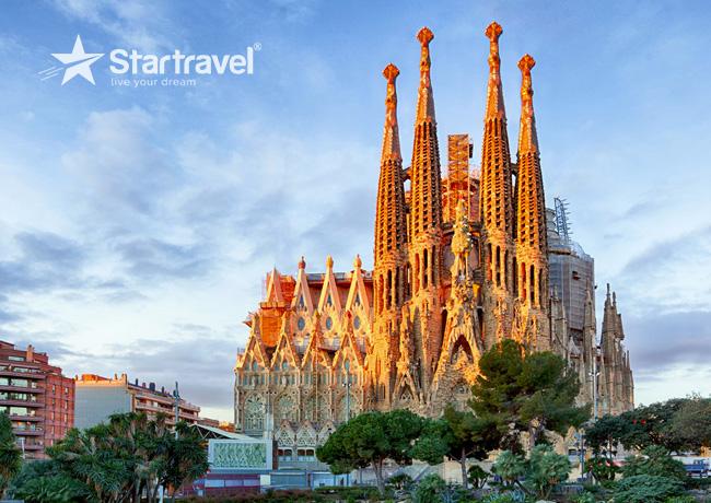 Tham quan Thánh đường Sagrada Familia - Công trình xuyên thế kỷ của Barcelona cùng du thuyền Allure of the Seas