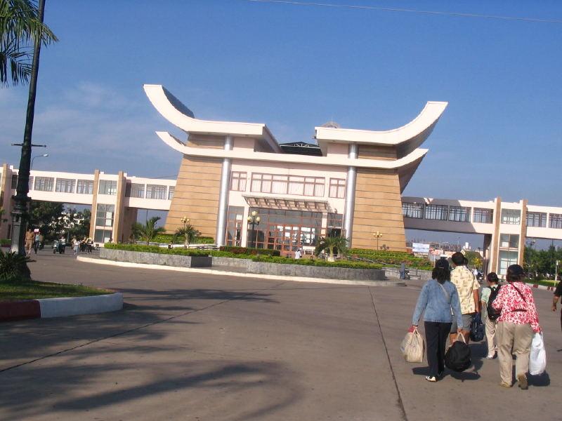 Ngày 01: Thành phố Hồ Chí Minh - Mộc Bài - Kom Pong Cham - Siem Reap