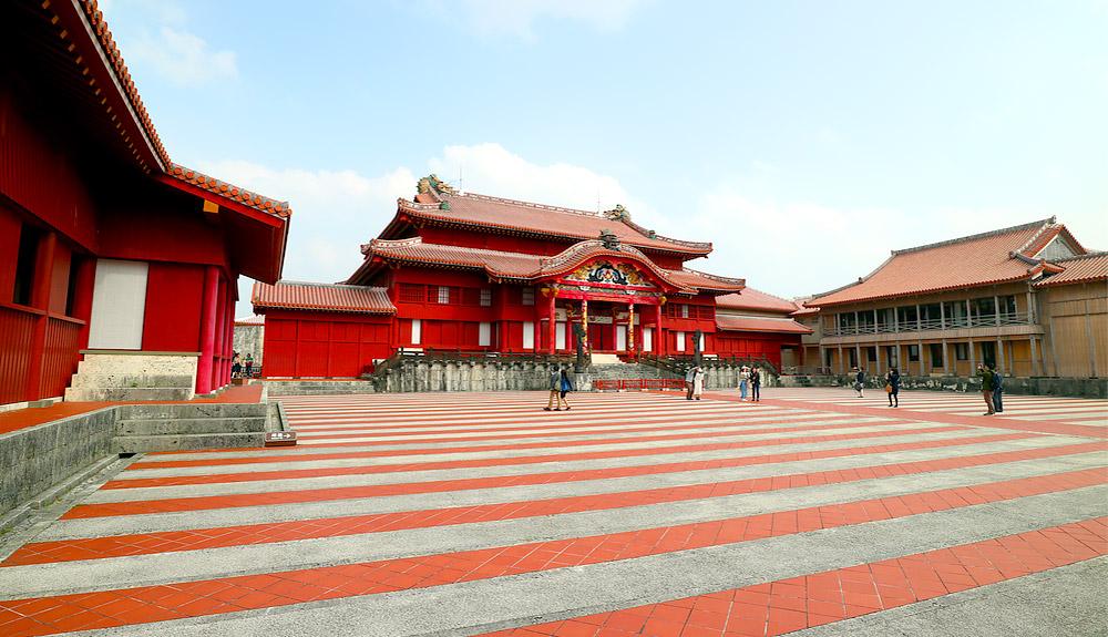 du thuyền 5 sao lâu đài shuri okinawa