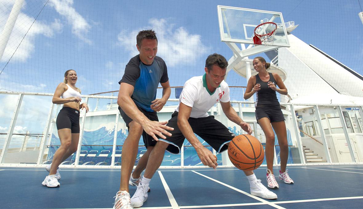 trải nghiệm thể thao bóng rổ trên du thuyền 5 sao