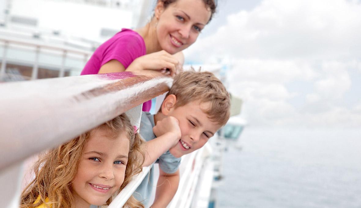 du thuyền biển khoảnh khắc hạnh phúc trên du thuyền